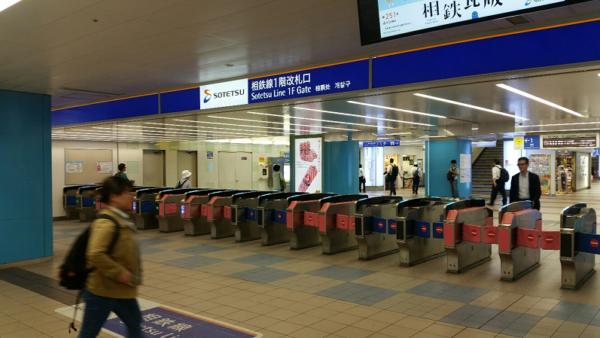 横浜駅の相鉄線の改札からきた東口へ向かう