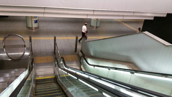 横浜駅のきた西口をぬけてきた東口へ