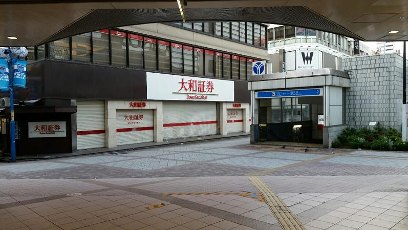 横浜駅の地下鉄ブルーライン改札から地上へ