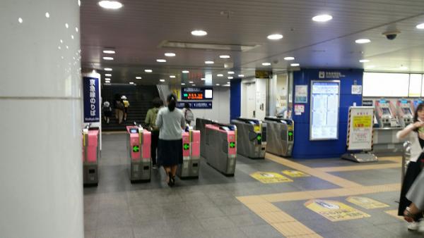 横浜駅地下鉄ブルーライン改札から東口へ(京急線改札前)③