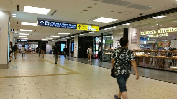 南通路を横浜駅東口方面へ(神戸屋キッチン横を過ぎる)