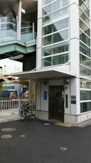 横浜ベイクォーターへの通路、ベイウォークのエレベーター