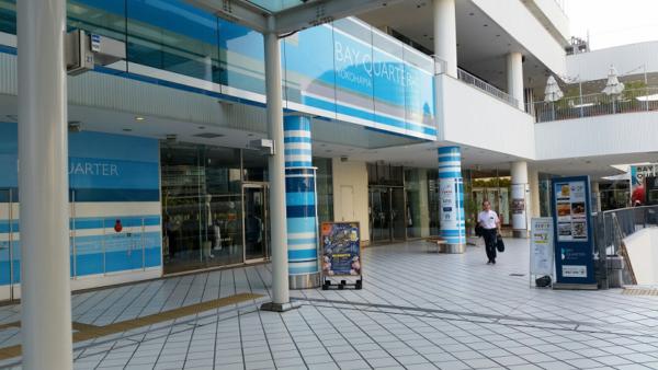横浜ベイクォーターのベイウォーク入り口