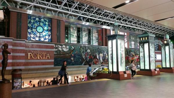 横浜駅東口ポルタ地下街前