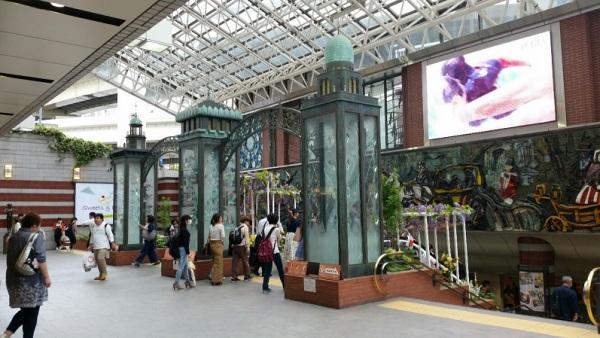 横浜駅東口のポルタ地下街への入り口