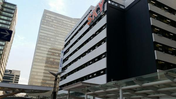 横浜駅-東口-スカイビル外観