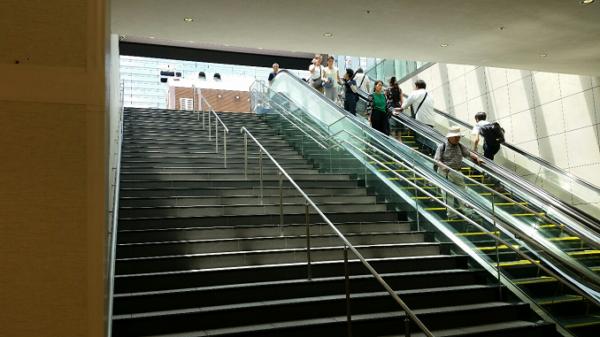 横浜ジョイナス地下から地上へ
