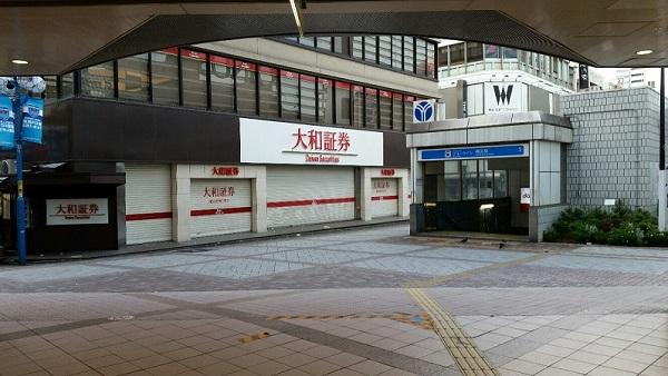 横浜駅みなみ西口広場