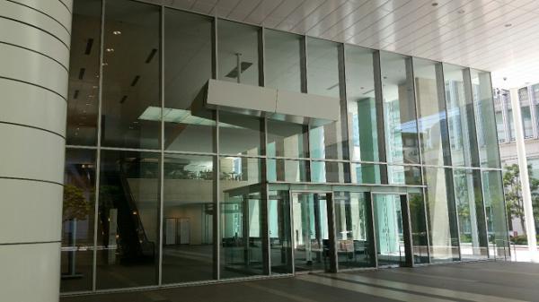 横浜駅きた東口のコンカード横浜ビルのエントランス
