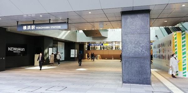 横浜駅西口前(NEWMAN前)