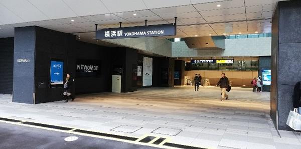 横浜駅西口newman前