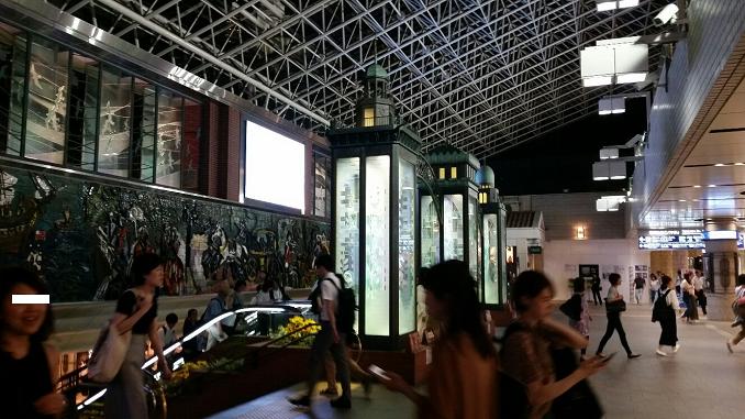 横浜駅の東口、ポルタ地下街前