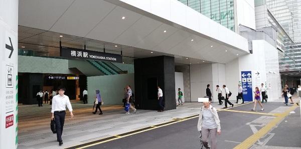 横浜駅西口前