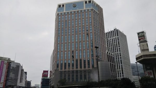 横浜駅中央西口前のベイシェラトンホテル