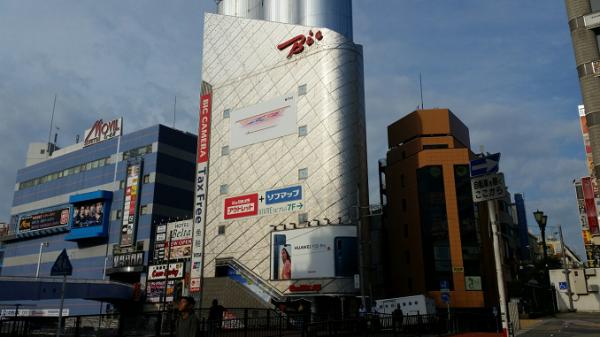 横浜駅西口のビックカメラ