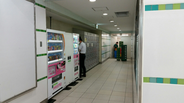 横浜駅、東横線の南改札外のロッカーの場所、セブンイレブン横