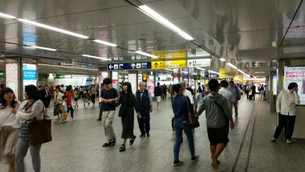 横浜駅_中央通路
