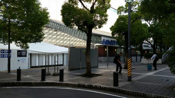 横浜駅東口の地上