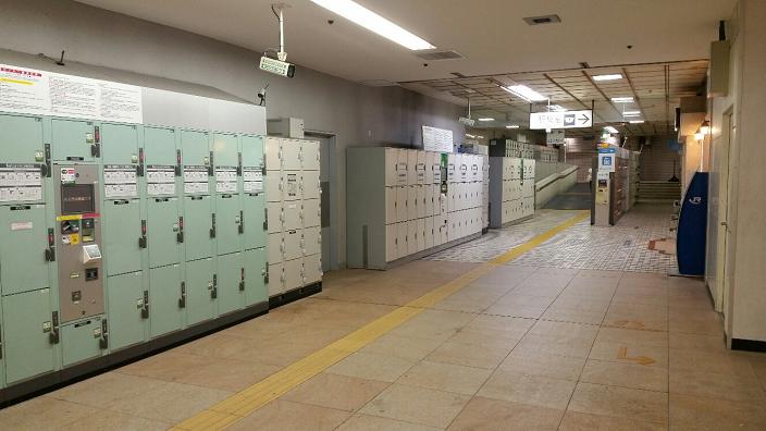 横浜駅_ルミネ裏の巨大ロッカー郡