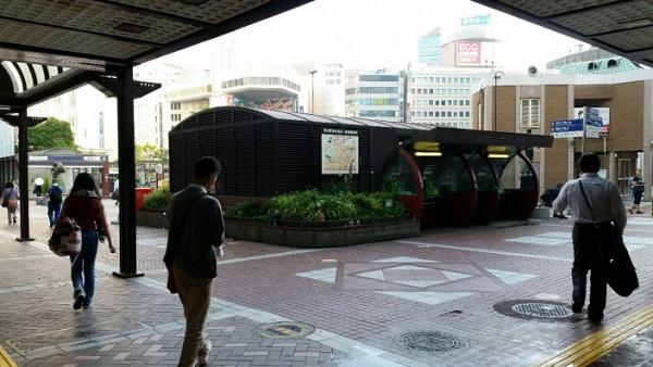 横浜駅西口レンガ造りの交番前