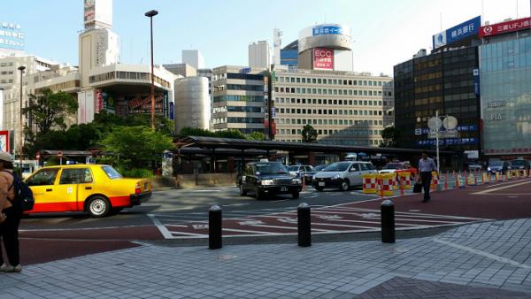 横浜駅西口のロータリー
