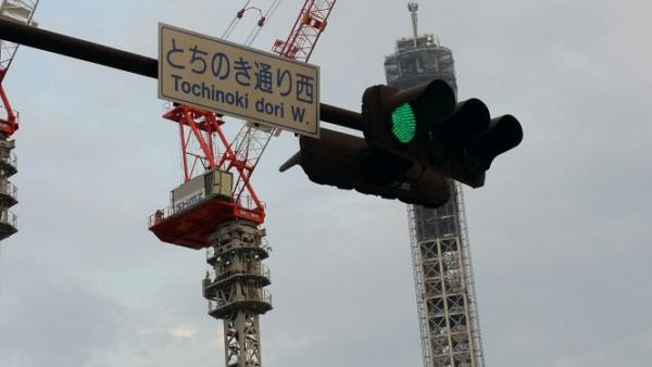 新高島駅からそごうへ向かう