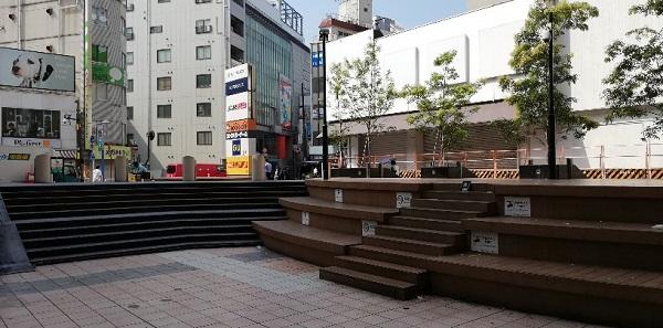 横浜ビブレの裏(タワレコ前)のniigo広場