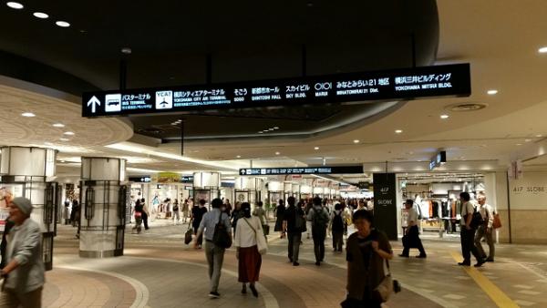 横浜駅東口のポルタ地下街からそごうへ向かう