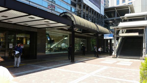 横浜駅西口の高島屋の横っちょ