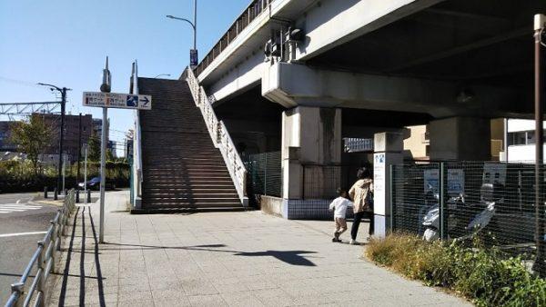 JR新横浜駅からニトリへ向かう