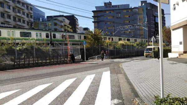 新横浜駅地下鉄からニトリへ向かう