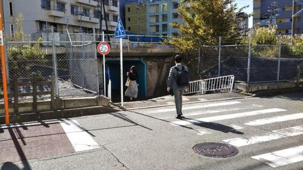 新横浜駅地下鉄ブルーラインからニトリへ向かう