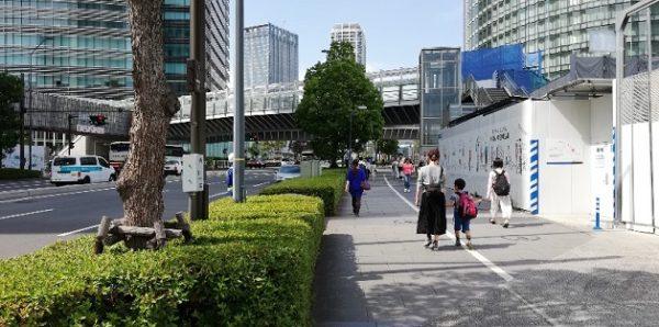 みなとみらい線、新高島駅からとちのき通り西交差点へ向う