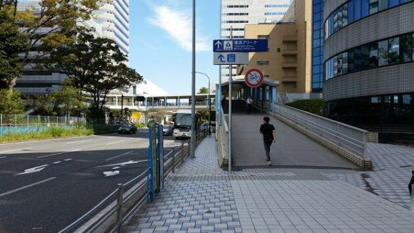 新横浜駅地下鉄ブルーラインからドン・キホーテへ向かう