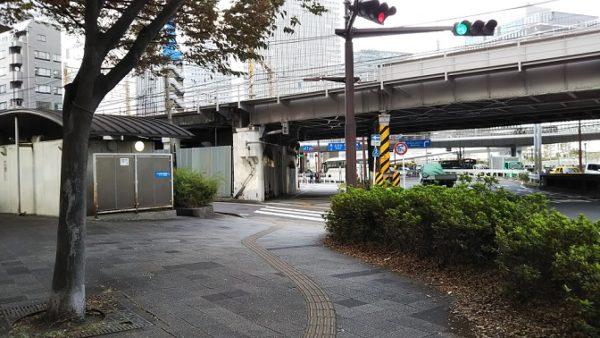 地下鉄高島町駅からアンパンミュージアムへ向かう