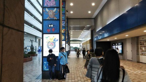 横浜駅からポケモンセンターヨコハマへ向かう