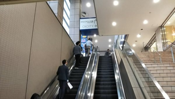 横浜駅からポケモンセンターへ向かう
