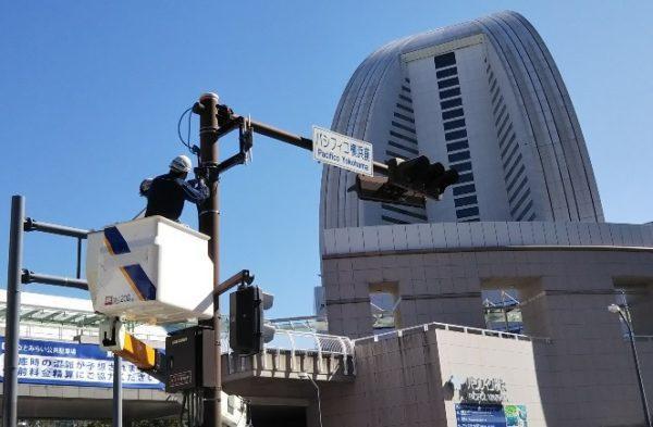 みなとみらい駅から赤レンガ倉庫へ向かう(パシフィコ横浜交差点前)