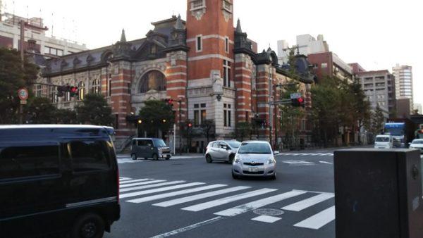 日本大通り駅から赤レンガ倉庫へ向う(横浜市開港記念会館)