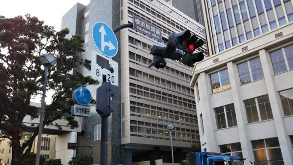 日本大通り駅から赤レンガ倉庫へ向う(横浜税関前交差点)