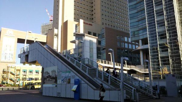 桜木町駅前のクロスゲート