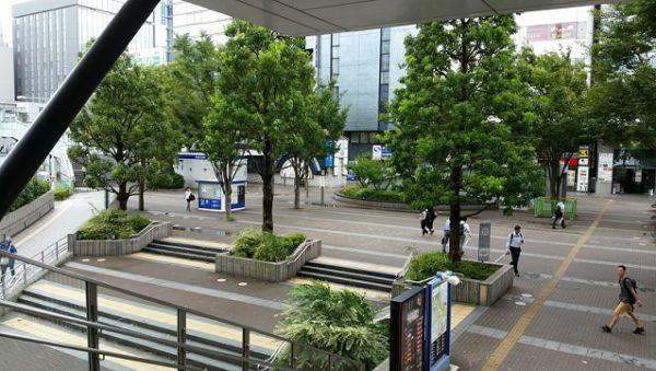 新横浜駅前の東広場