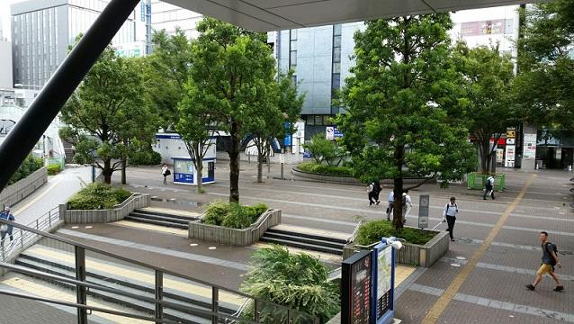 新横浜駅前の広場