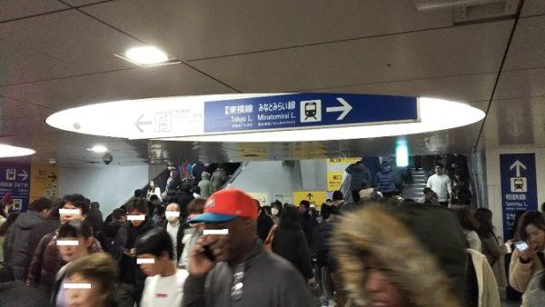 横浜駅の中央西口の東横線へのナビ
