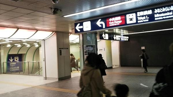 横浜駅きた西口から東横線へ向う
