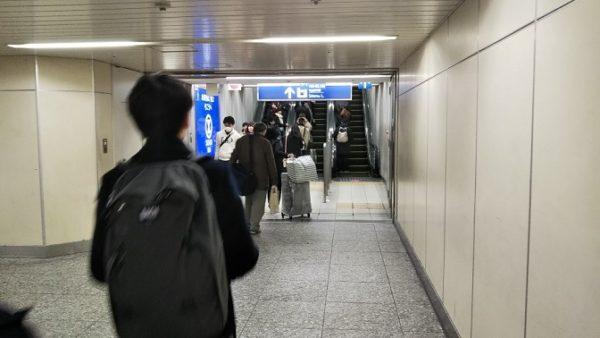横浜駅西口から相鉄線改札へ向う