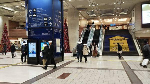 横浜駅のそごうエントランス前