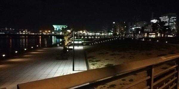 横浜みなとみらいの象の鼻パークの夜景