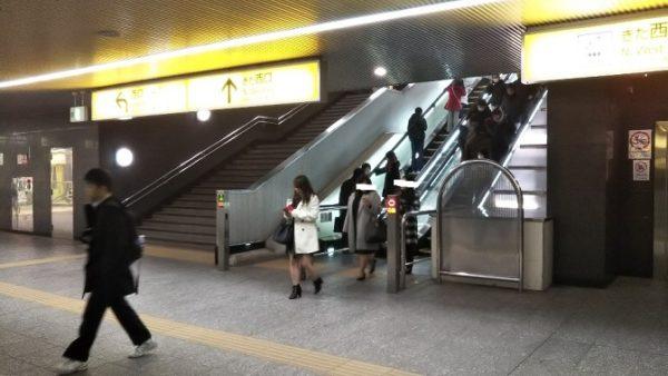 横浜駅きた西口の階段