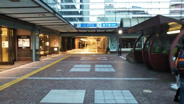 横浜駅中央西口からジョイナスビルへ